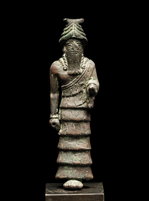 "2a - Nannar statue 2,000 B.C., born on Earth by father Enlil & mother Ninlil, her oldest son, Nannar is Ninurta's younger brother, & he was not born of the ""double seed"", therefore not to be inheriting kingship of Nibiru & Earth Colony, the benevolent god of Ur, served by many mixed-breed giant kings"