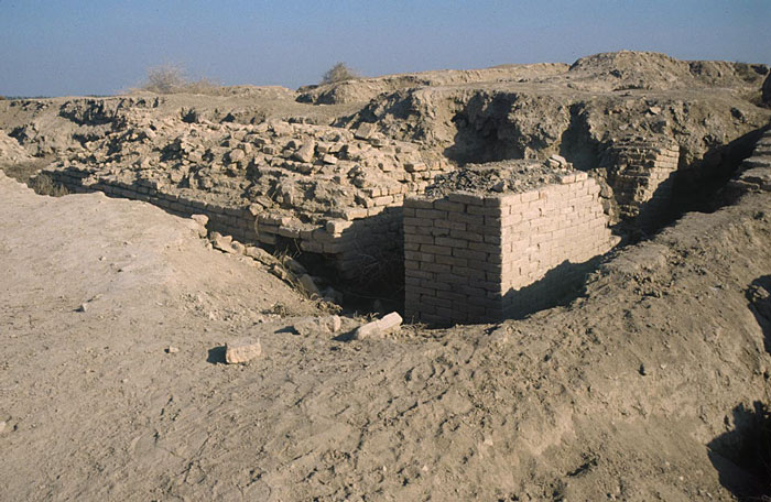 2a - Sippar, Utu's temple - ziggourat - house, excavation of Sippar, a mud brick-built city & temple, brick technology we no longer have today, bricks that can survive tens of thousands of years, & tests conclude that they could stack end-to-end without cracking or crumbling, all the way to the moon from Earth