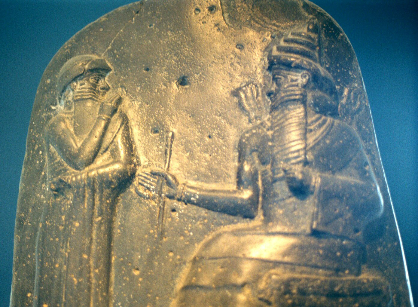 8a - giant alien god Utu & Babylonian giant mixed-breed King Hammurabi, the law codes of Utu were handed down to King Hammurabi for the Babylonian earthlings to adhere to, artefacts of the giant alien gods are shamefully being destroyed by Radical Islam, power-brokers of Islam fearing loss of credibility due to the ancient evidence, that directly contradicts their 7th century A.D. doctrines of Islam