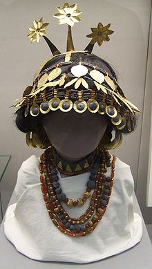 Sumerian headgear necklace artefacts now in a British Museum, wealth accumulated in Ur