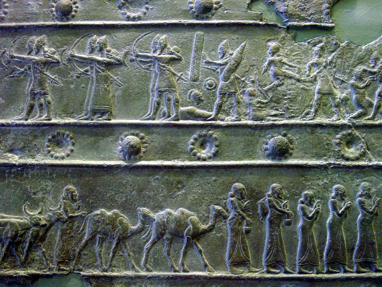 artefact of Mesopotamian archers & hand-to-hand war scene