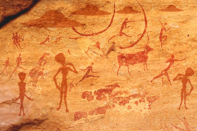 1n - artefact cave paintings of sky-crafts, found in a cave in India, the very busy place in ancient days for alien activity, commonly witnessed in the sky by ancient Indian earthlings