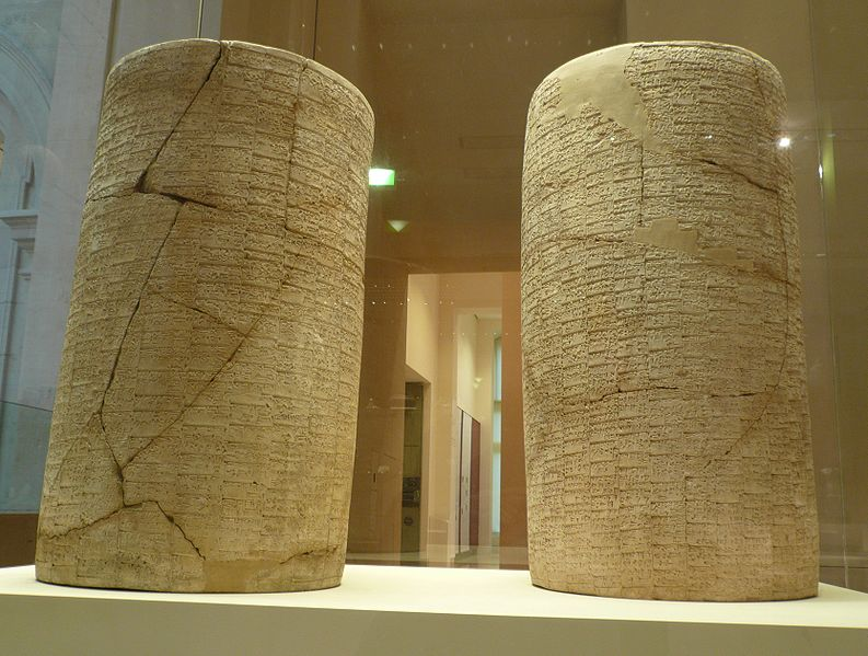 Gudea cylinder artefacts of Lagash in the Louve