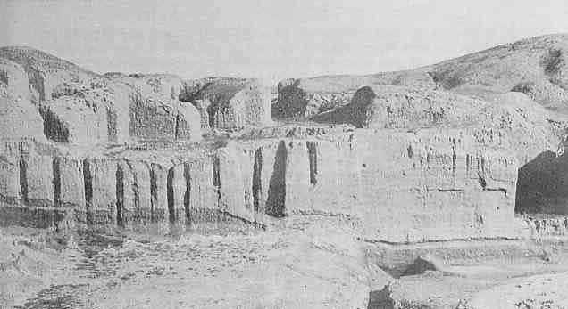 2bb - Kish wall of mud bricks, tens of thousands of years old