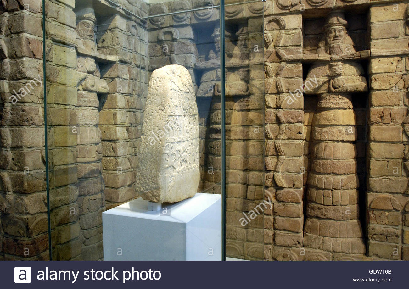 15ea - Babylonian inside wall depicting gods of Babylon residing within