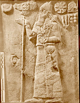 52b - Nannar, Nibiru, Inanna, Anu, Adad, & Enlil symbols, giant mixed-breed king points to his gods