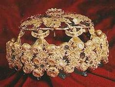 30 - Assyrian royal crown