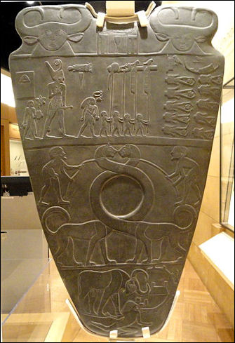 11a - giant god & smaller earthlings artifact found in Sippar